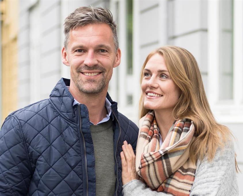 Par som har valgt eiendomsmegler til salg av bolig