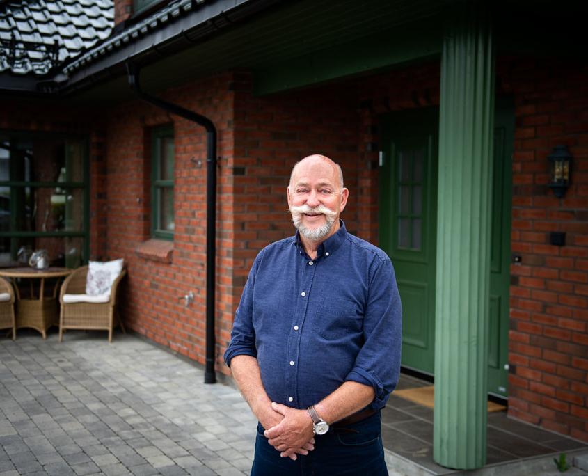 Arne Klepp utenfor boligen som nylig ble solgt