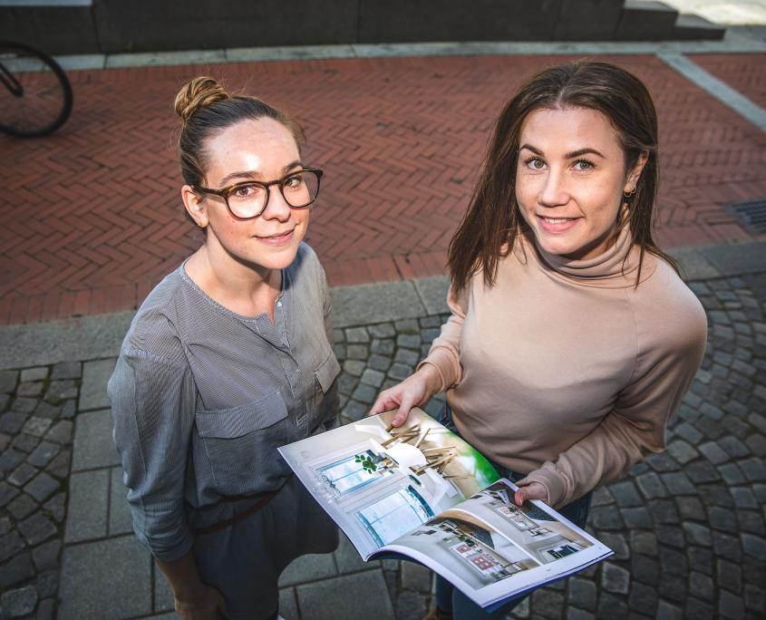 Eiendomsmeglerne Anita Furuholt og Malene Sund Hoffart
